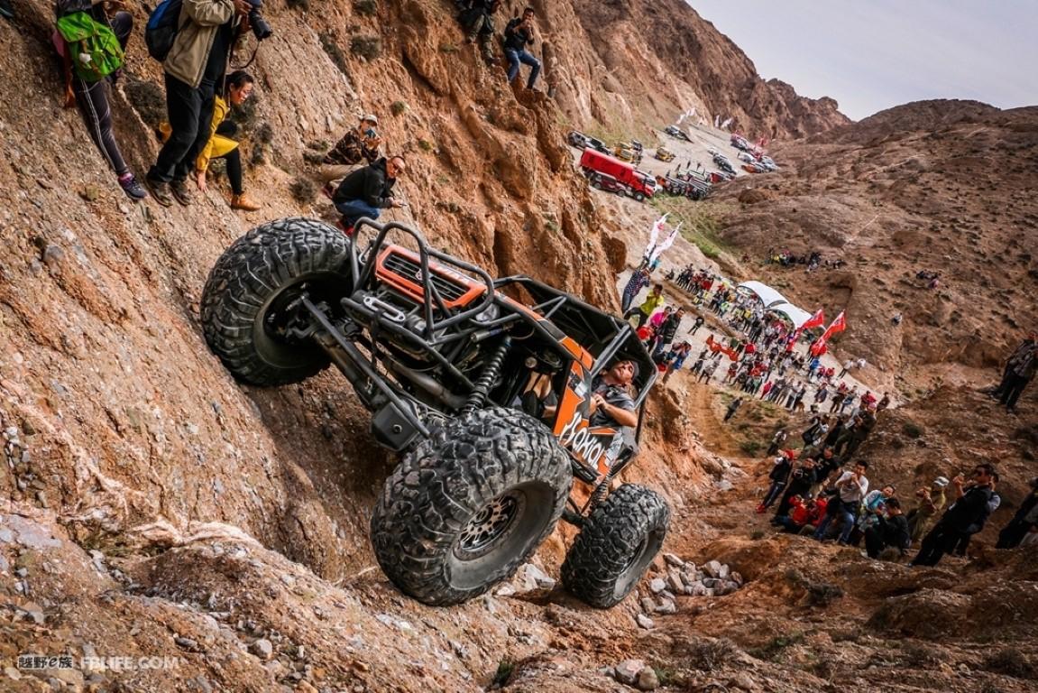 Axial Racing Sponsored Rock Buggy, The WRAITH - Click Image to Close